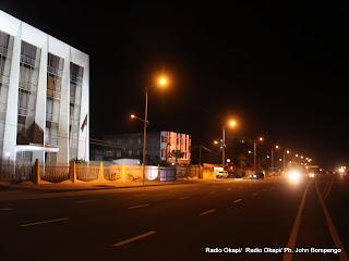 La nuit sur le boulevard du 30 juin à Kinshasa. Radio Okapi/ Ph. John Bompengo