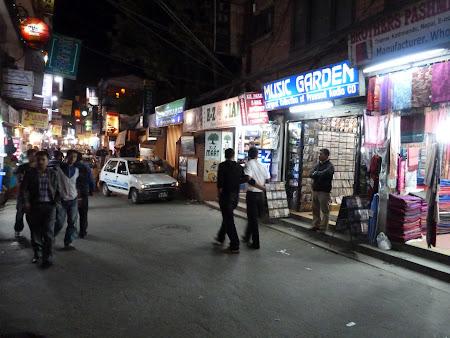 Cartier turistic Kathmandu: Thamel noaptea