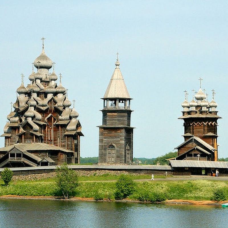 Kizhi Pogost: 300 Years Old Multi-Dome Church Built Without Nails
