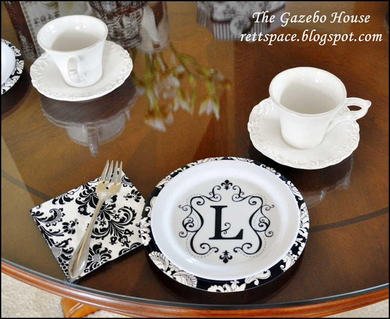 black & white damask table 010