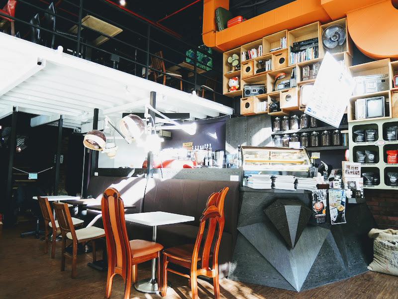 一走進 NOTCH 咖啡工場的畫面.jpg