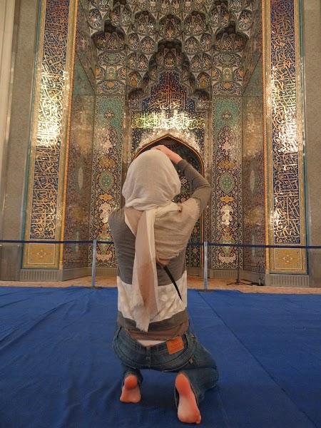 Moscheea Sultan Qaboos Muscat: Ingenuncheata in fata mihrabului