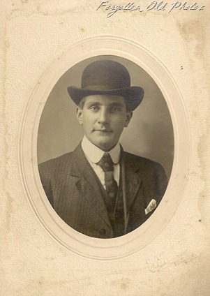Man with bowler PR 1912 to 1914 1918 or 1922