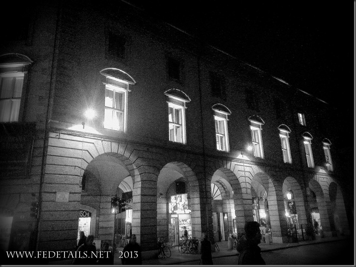 Teatro Comunale by night, Ferrara, Emilia Romagna, Italia - Municipal Theatre by night, Ferrara, Emilia Romagna, Italy - Property and Copyrights of FEdetails.net