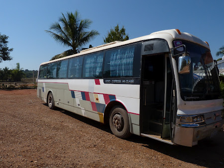 Transport Laos: cursa Vientiane - Vang Vieng
