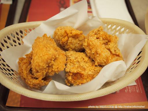 """景深都沒控制好XD 不過餓了也沒辦法 ~ 台中""""肯德基KFC""""五權店 北區 區域 台中市 炸雞 美式 飲食/食記/吃吃喝喝"""