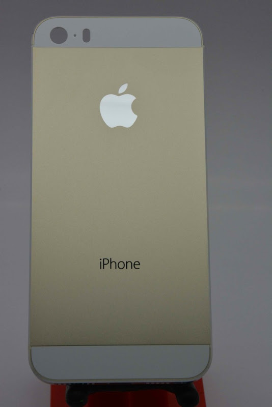 Champagne Apple iPhone 5S surfaces  4