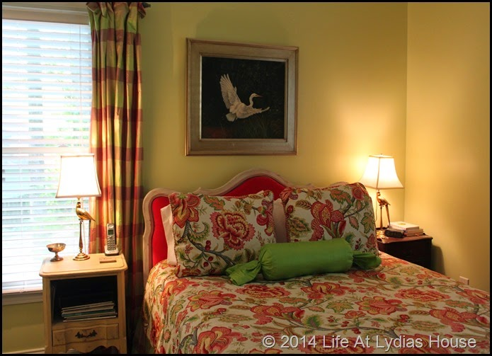 parrot lamps in bedroom 1