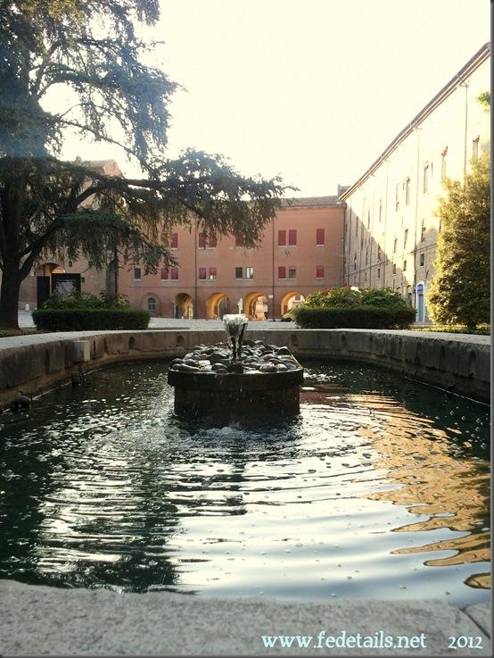 La fontana di Piazza della Repubblica, Ferrara, Emiliaromagna, Italia - The fountain in Piazza della Repubblica, Ferrara, Emiliaromagna, Italy - Property and Copyright www.fedetails.net