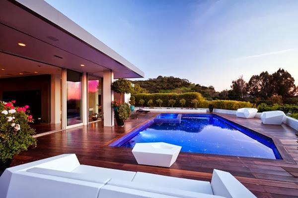 fachada-moderna-Casa-Beverly-Hills-JENDRETZKI-arquitectura