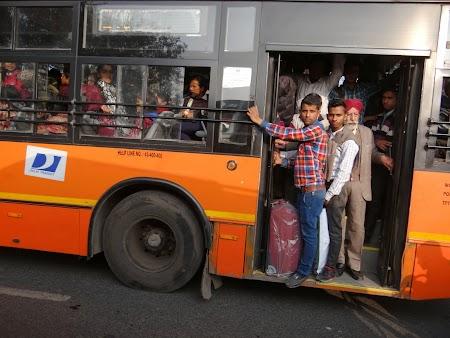 27. Autobuz Delhi.JPG