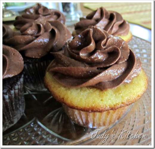 perfect yellow cupcakes (2)