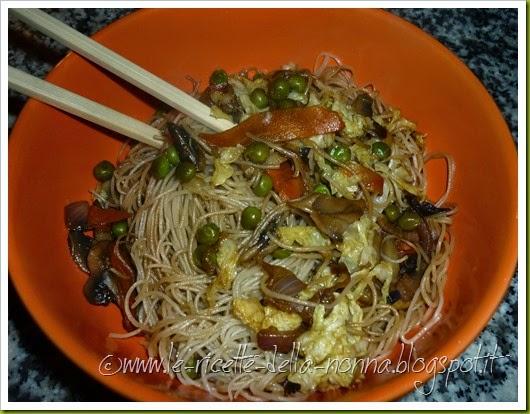 Spaghetti cinesi vegan con verdure e funghi (11)