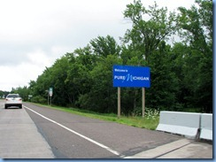 2778 Michigan US-2 East - border Welcome sign