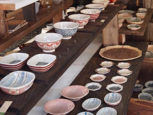 [写真]展示されている陶器[1]