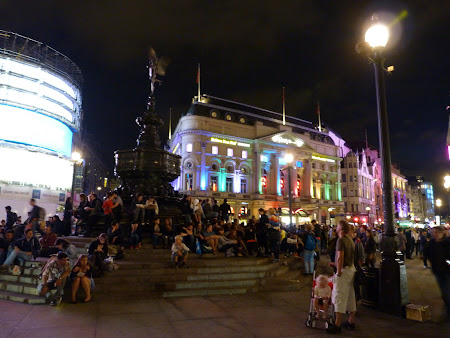 Obiective turistice Londra: Picadilly Circus