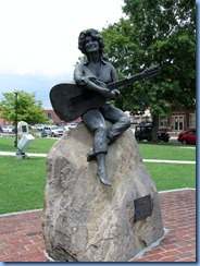 9985 Tennessee - Sevier County Courthouse, Sevierville - Dolly Parton Statue