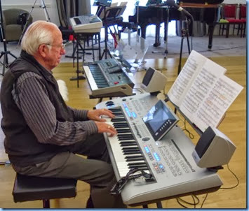 Rob Powell playing the Yamaha Tyros 4