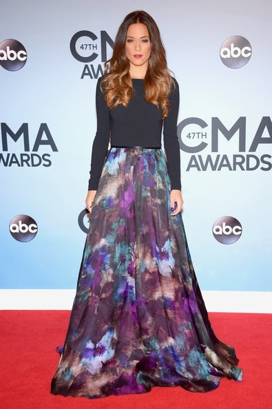Jana Kramer attends the 47th annual CMA Awards
