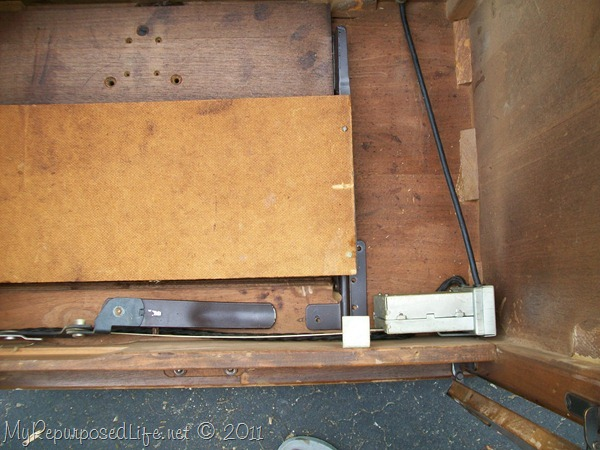 remove vintage sewing machine (12)