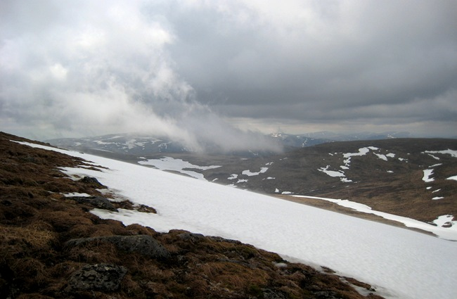 LOOKING BACK TO CARN AN T-SAGAIRT MOR