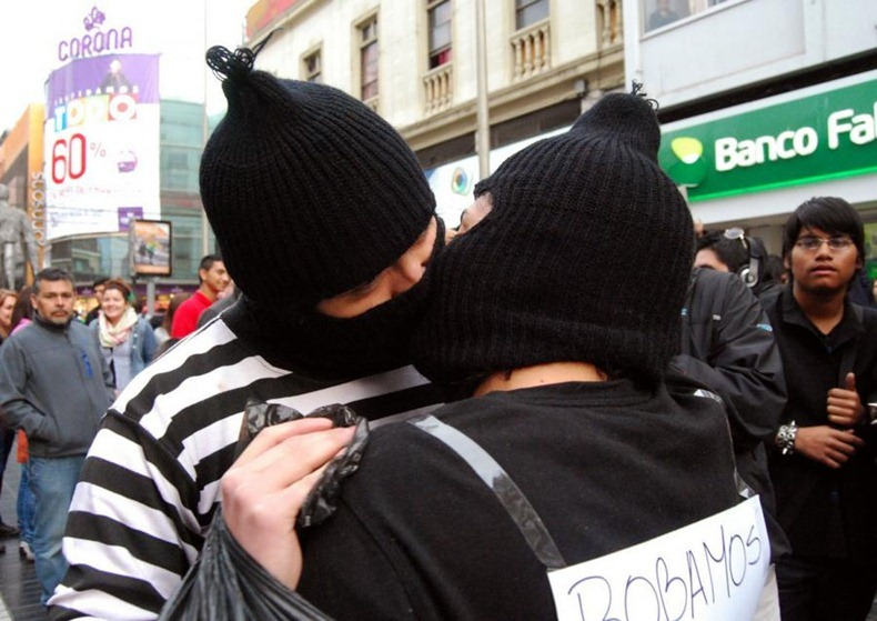 kissing-protest-12