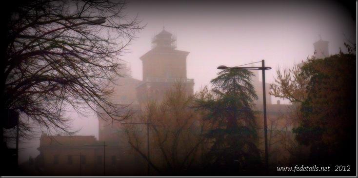 Castello Estense e nebbia, Ferrara, Emilia Romagna, Italia - Castello Estense and fog, Ferrara, Emilia Romagna, Italy - Property and Copyrights of www.fedetails.net