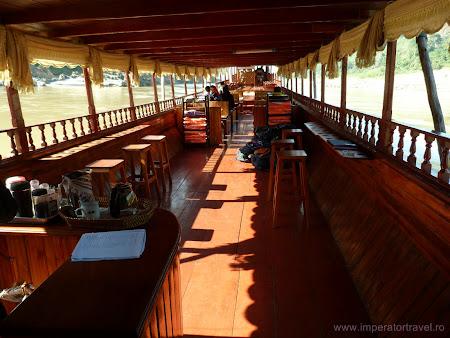 Imagini cu barca Shompoo Cruise in Laos