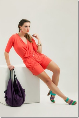 c719d5f89 A tendência dos itens elaborados com viscolight é o grande destaque da  estação. Os modelos com tecidos leves incorporados em vestidos, macacões,  pantalonas, ...