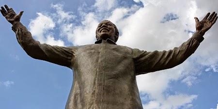 Statuia lui Nelson Mandela.jpg
