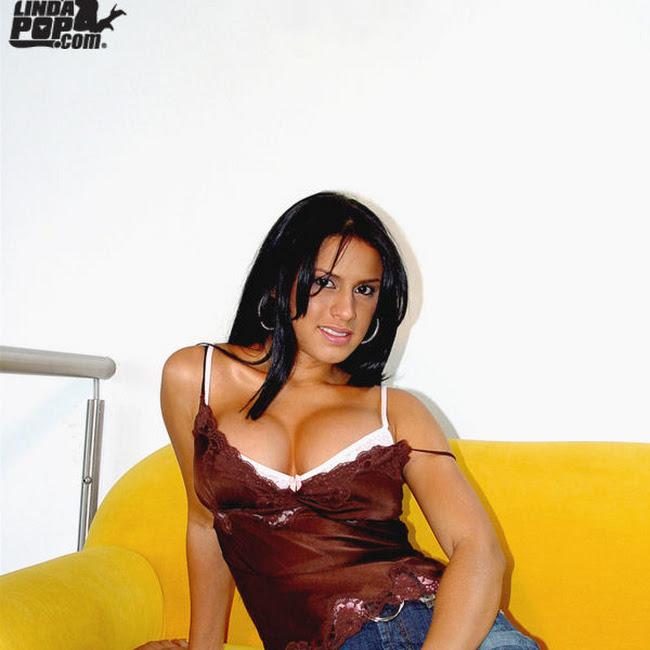 Andrea Rincon Striptease Prendas Foto 9