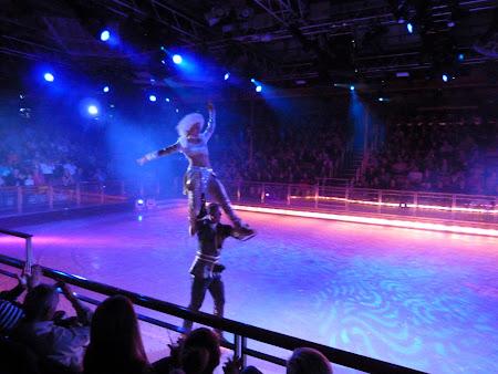 Croaziera Royal Carribean: Spectacol patinaj vas croaziera
