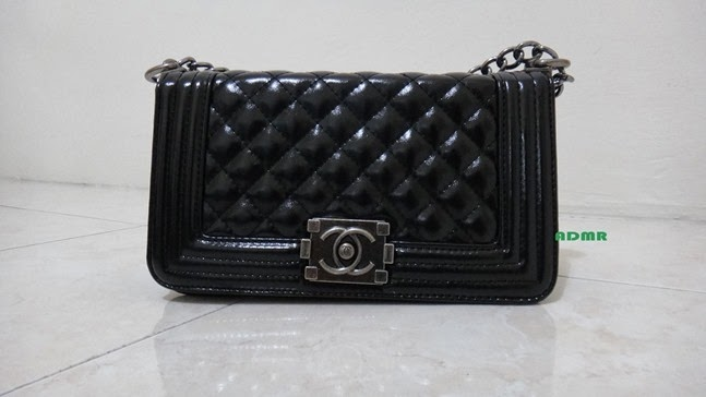 8ad1b2a3322b31 Today, I would like to introduce you my latest purchase from TheBagQueen  (instagram) / GlossyAddiction (website)! Tadaa! Inspired by Chanel Boy  Sling bag!