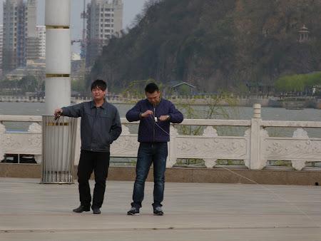 Fun in China: se joaca cu zmee