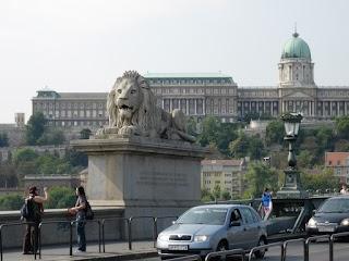 Lion sur le Pont des Chaînes à Budapest
