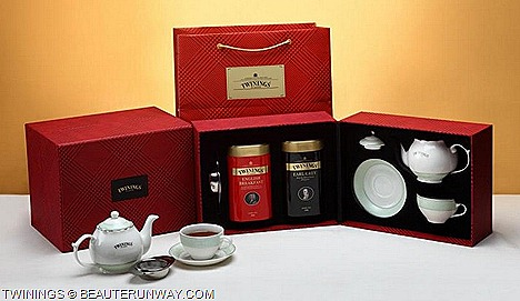 Twining's Classic Gift Set English Breakfast Tin Earl Grey Tin 200g Teapot Teacup Tea saucer Tea strainer Queen's Diamond Jubilee Loose Tea London Bus, Pillar BoxTelephone