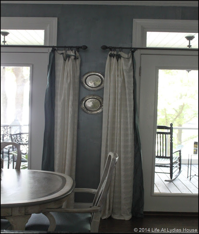 wall with accent pewter plates