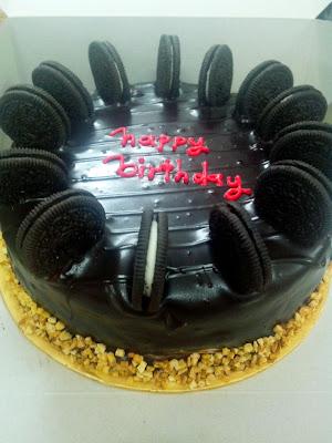 Heaven Chocolate Moist Cake With Cream Cheese And Oreo