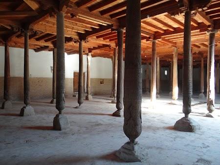 35. Interiorul moscheii din Khiva.JPG