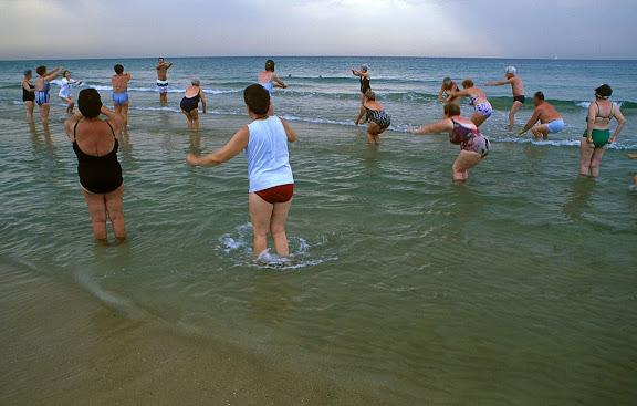 Gimnàstica per jubilats a la platja del Miracle Tarragona, Tarragonès, Tarragona