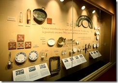 exhibit_Wall_of_Serving_Utensils,_Dishes,_Tiles_l