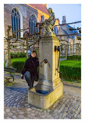 Brunnen an der Liebfrauenkirchen in Brügge