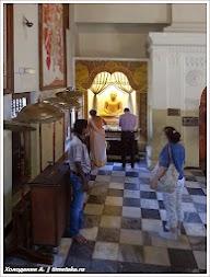 В Храме Зуба Будды. Канди. Шри-Ланка. Фото Холоденина А. www.timeteka.ru