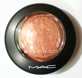 c_CheekyBronzeMineralizeSkinfinishMAC3