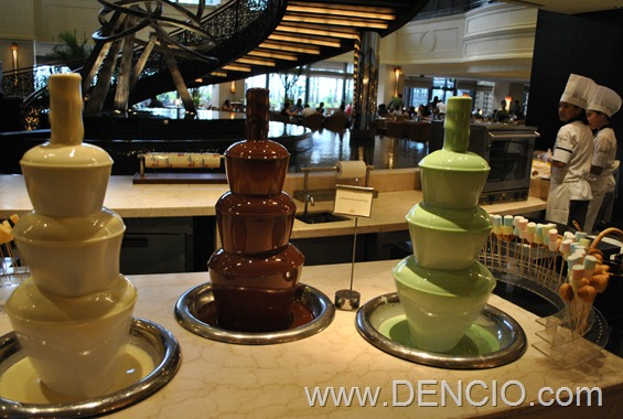 Spiral Buffet White, Dark, and Pistachio Chocolate Fountain