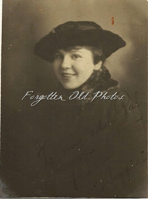 Gal with hat and fur collar DL Antiques