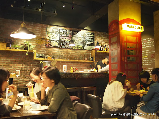 【食記】新竹北區-Table Joe Plus 喬桌子廚房 : 漢堡好吃,鬆餅有點雷...不過圓桌怎麼喬都是圓的 下午茶 北區 區域 午餐 新竹市 早餐 晚餐 漢堡 美式 飲食/食記/吃吃喝喝