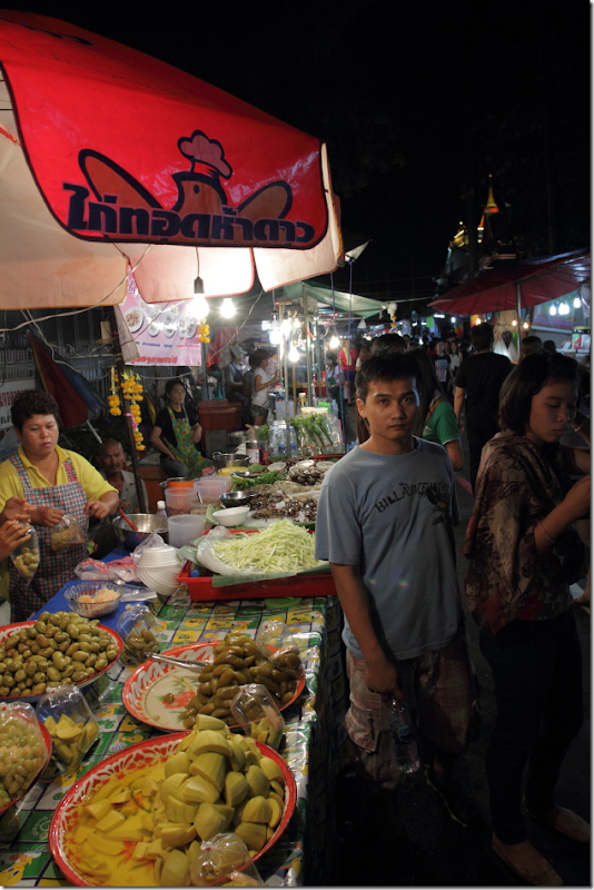 Markets selling lots of goodies for people visiting temple on Loi Krathong