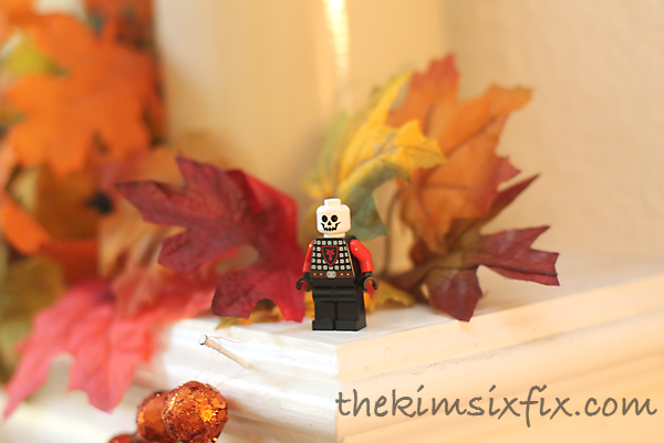 Lego skeleton mantel