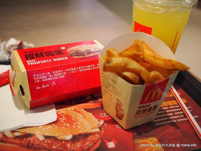 【食記】麥當勞招財福堡@新光三越 : 把肉排丟進去黑胡椒醬再用麵包夾起來就是了XD 區域 午餐 台中市 晚餐 漢堡 西屯區 飲食/食記/吃吃喝喝